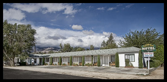Ray's Den Motel