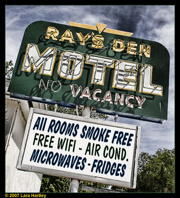 Ray's Den Motel - All Rooms Smoke Free - Free WiFi - Air Conditioning - Microwaves - Fridges